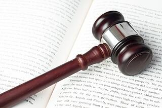 gavel_on_law_book