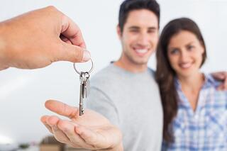 couple_buying_home