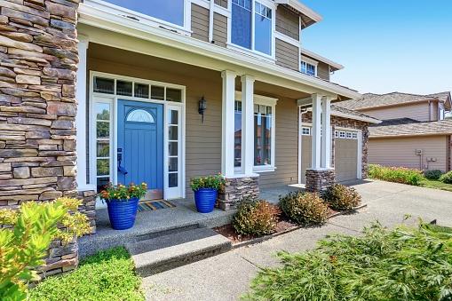 587885028_home in neighborhood