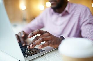 man searching for a Chapter 7 bankruptcy attorney on laptop