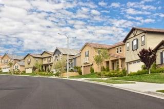 houses_on_street_in_neighborhood