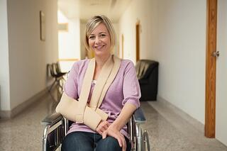 Woman_in_wheelchair_with_cast