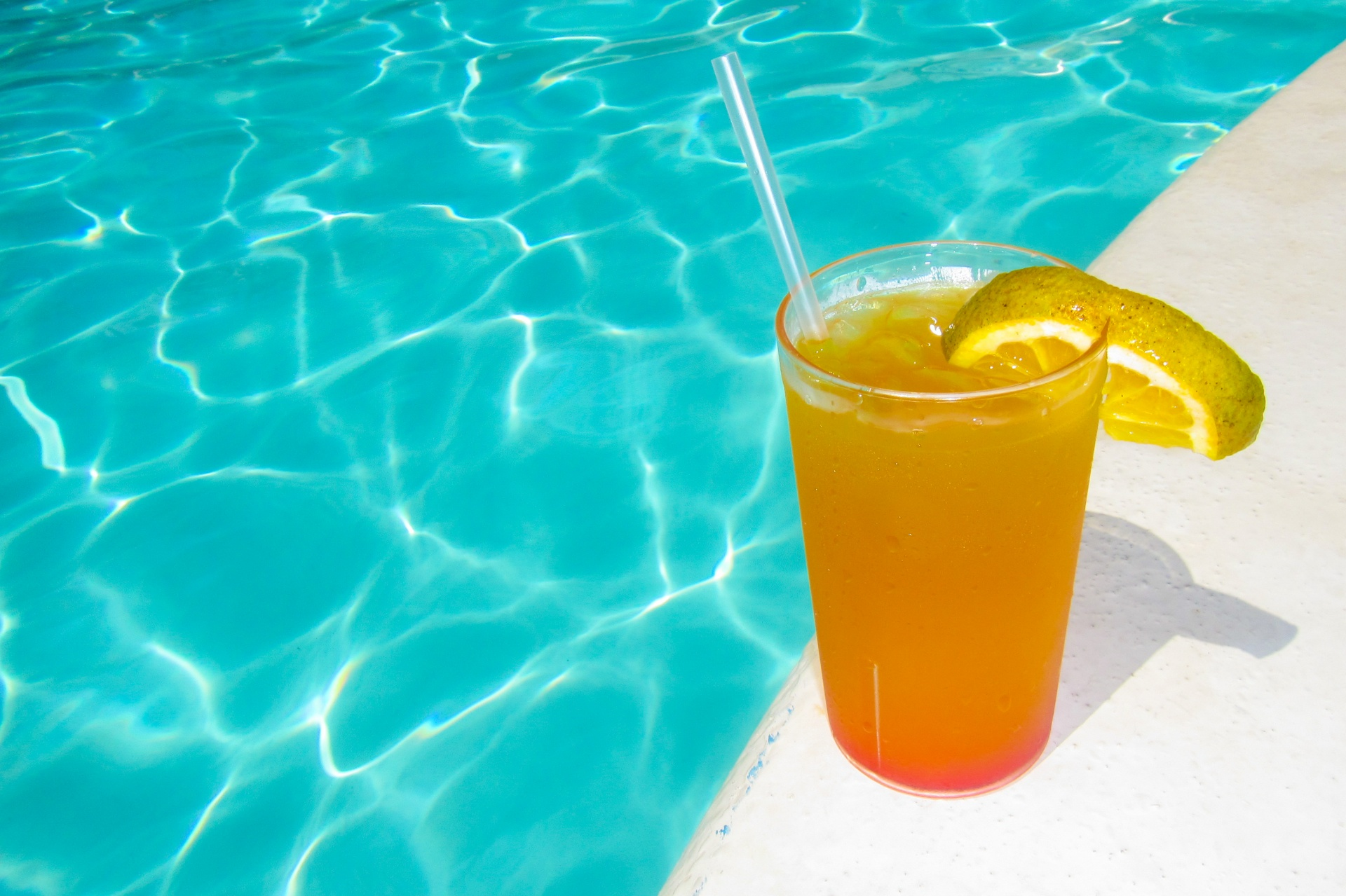 drink at the pool