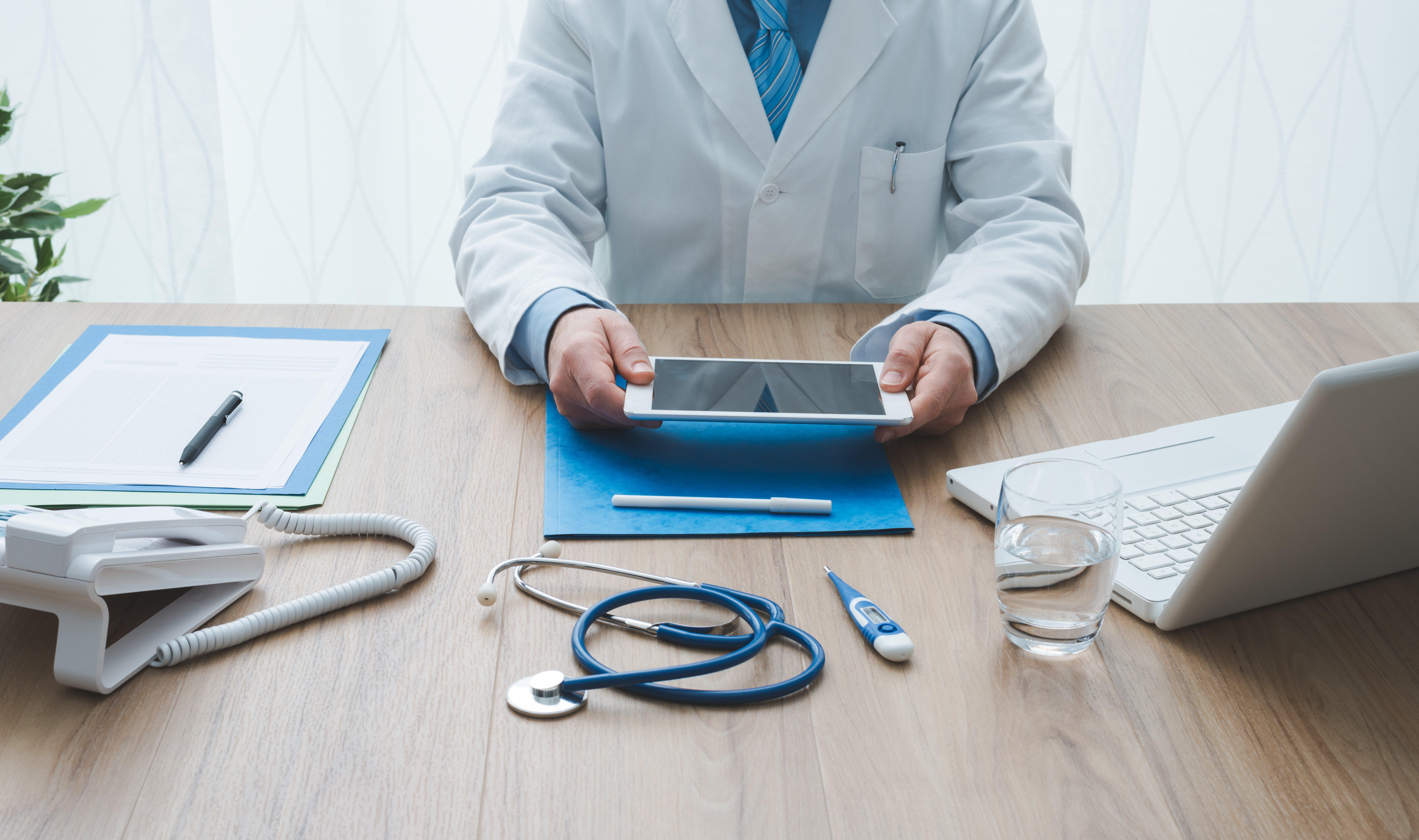 healthcare-and-technology-BQDR58E