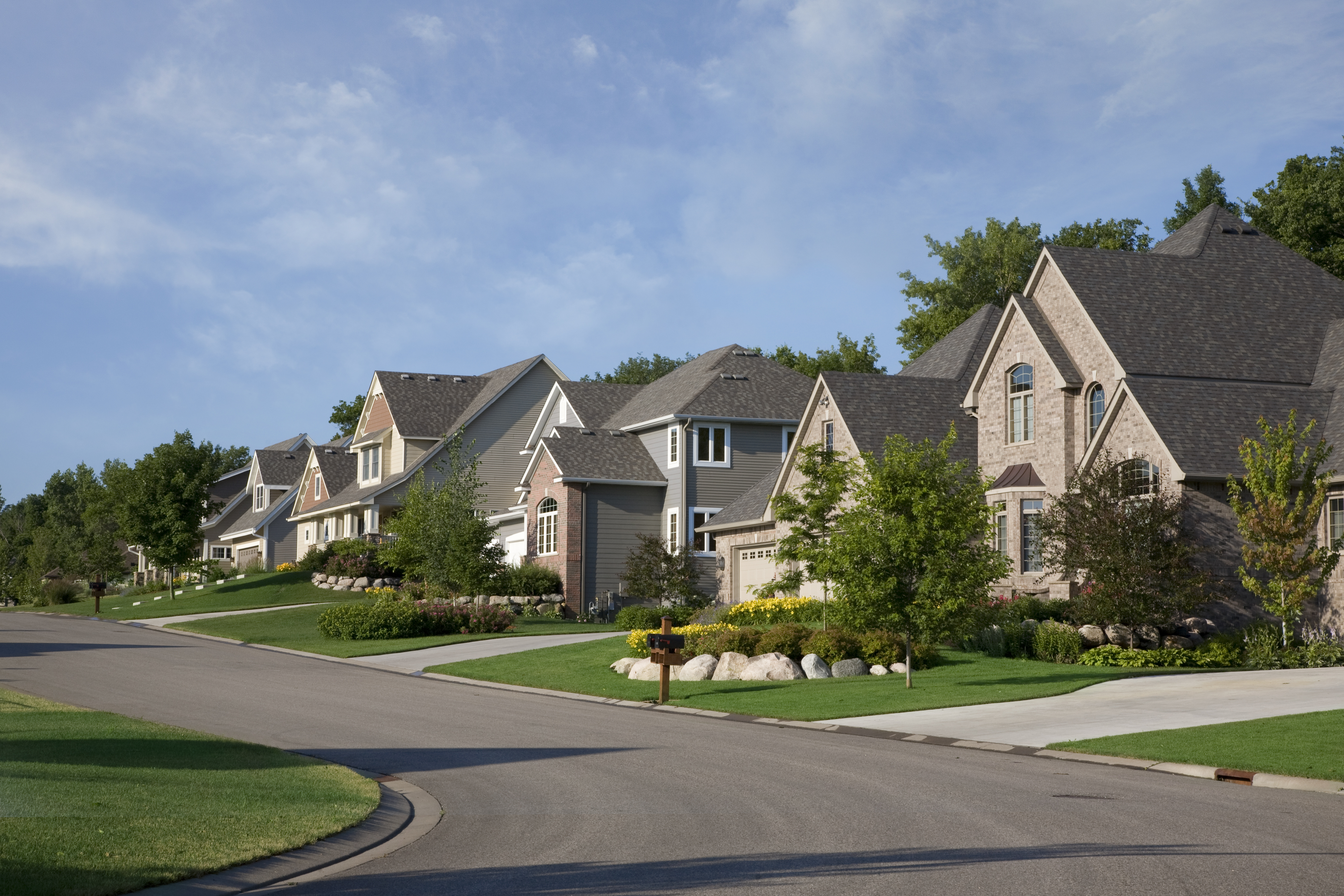 street-and-houses-of-upscale-neighborhood-on-a-NZAX52H