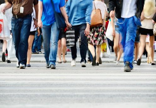 519865933_people_walking_on_busy_street.jpg