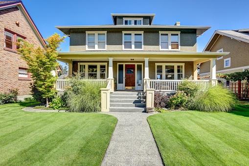 598165614_craftsman style home.jpg